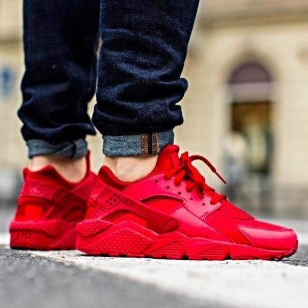super popular 30e91 8b7f8 Triple Red Nike Huarache