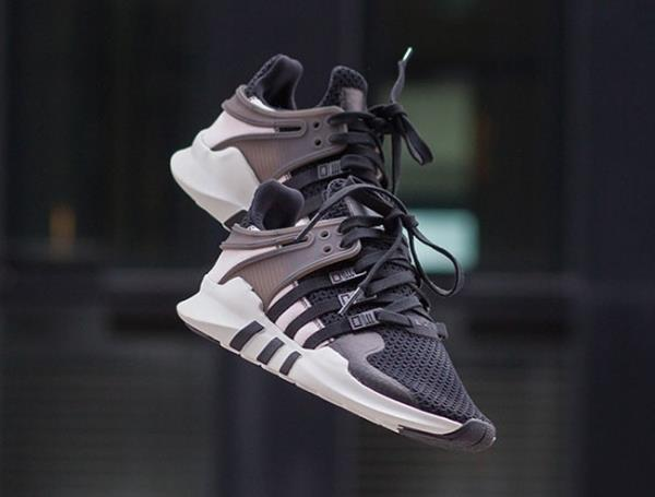 "黑白组�,EQT Support ADV 推出全新""Monochrome Pack 当客 �鞋"