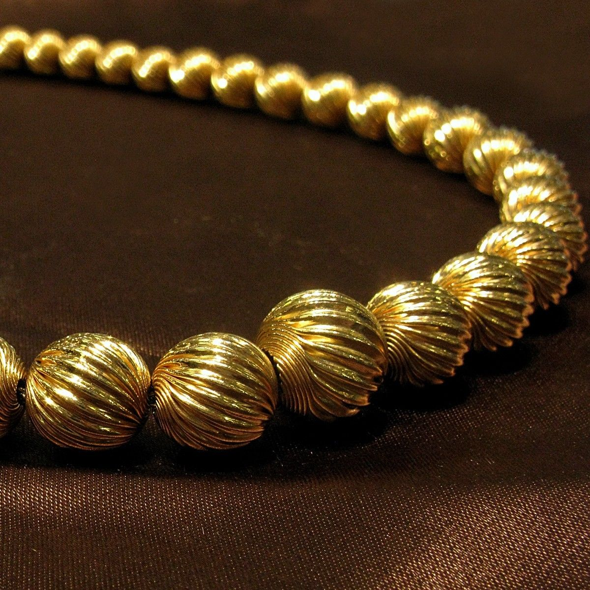 14k swirled gold bead necklace on a gold chain 16 length. Black Bedroom Furniture Sets. Home Design Ideas
