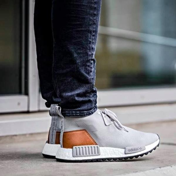 ADIDAS PW PHARRELL WILLIAMS NMD HUMAN RACE HU QS