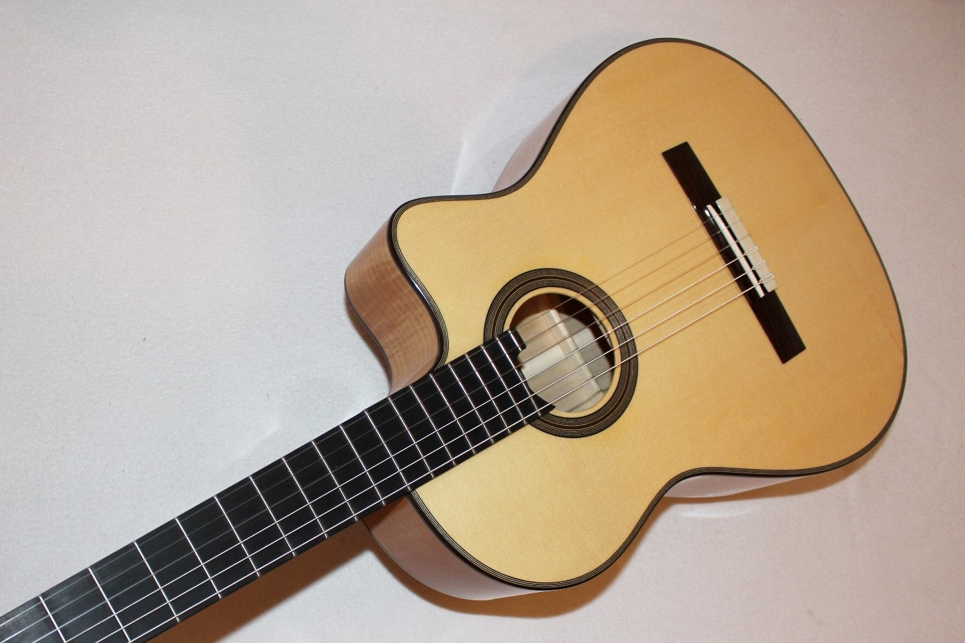 cordoba fusion 12 maple acoustic electric nylon string classical guitar ebay. Black Bedroom Furniture Sets. Home Design Ideas