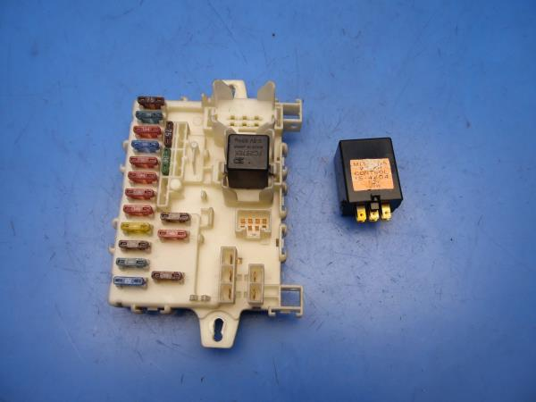 86-89 acura integra oem in-dash fuse box with fuses & wiper control relay  stock