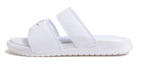 485c89bda19714 Nike Women BENASSI Duo Ultra Slipper Shoes White Beach Sandales ...