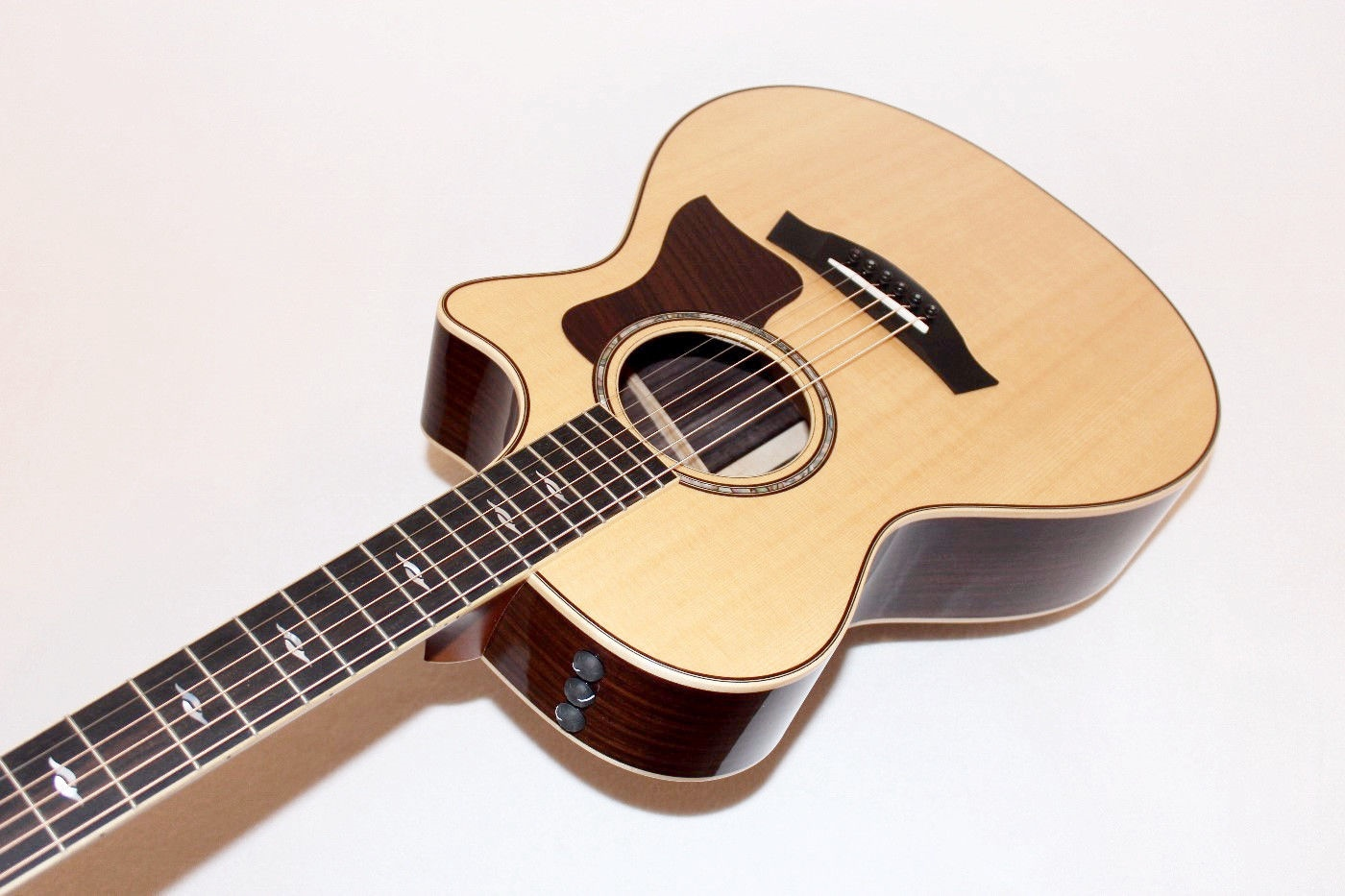 taylor 812ce usa made solid rosewood acoustic electric guitar w case ebay. Black Bedroom Furniture Sets. Home Design Ideas