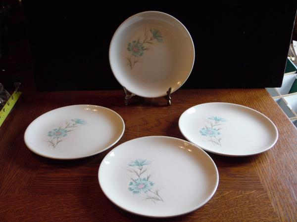 """Taylor Smith /& Taylor EVER YOURS BOUTONNIERE Set of 4 Bread Plates  6 3//4/"""""""