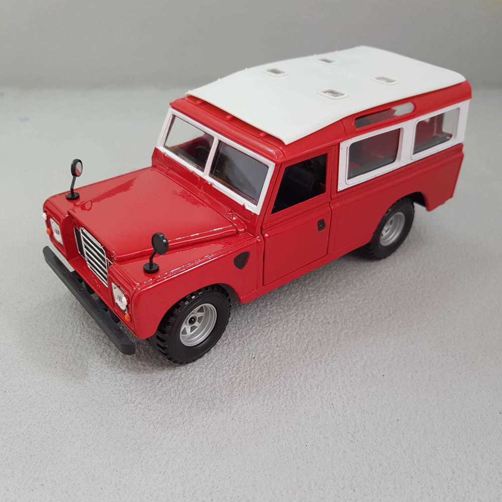 Diecast ModelLand Rover Series II Red1:24 Scale