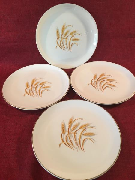 4 beautiful 9.25\  dinner plates GOLDEN WHEAT pattern Oven Proof Homer Laughlin 22K gold trim. In good used condition. I have another lot of dinner plates ... & 4 Homer Laughlin GOLDEN WHEAT Oven Proof 22K gold rim 9.25\