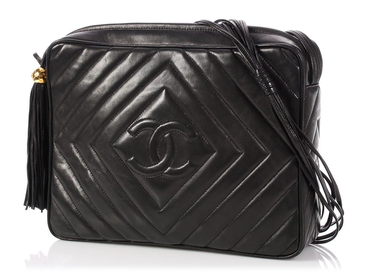 ce3704381c78 CHANEL Vintage Large Black Chevron-Quilted Lambskin Camera Bag Purse ...