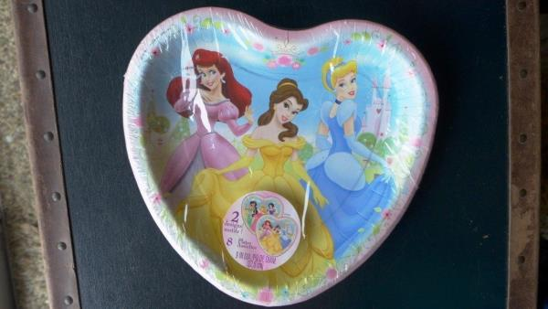 2 designs - 1 with Jasmine Snow White and Sleeping Beauty - 1 with Belle Aurora and Cinderella. I have one of each and unless specified will send either ... & NEW Hallmark Disney Princess Theme Heart Paper Plates Set of 8 - 9 ...