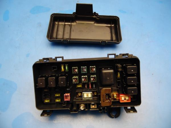 98-02 Honda Accord OEM under hood fuse box with fuses & relay 4 cyl on 2000 honda accord fuse box, honda civic fuse box diagram, 1994 honda accord fuse box, honda accord tail lights,