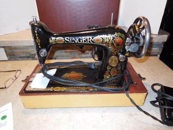 40 Vintage 40 SINGER SEWING MACHINE Model 40 4040 With FOOT PEDAL Mesmerizing Singer Sewing Machines Malta