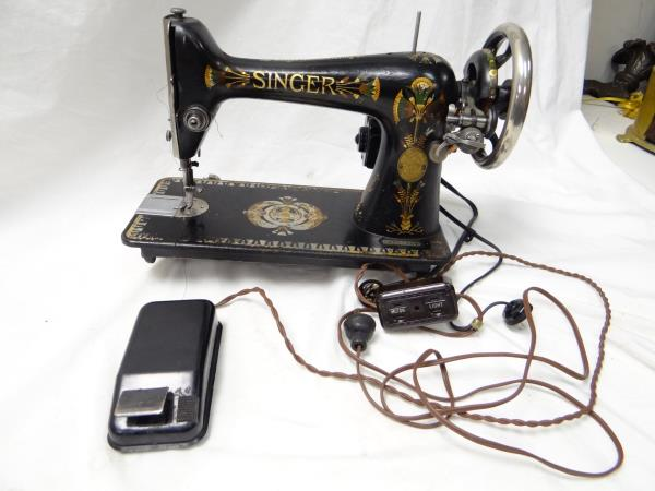 VINTAGE 40 SINGER MODEL 40 LOTUS MOTORIZED SEWING MACHINE Works Adorable Lotus Singer Sewing Machine