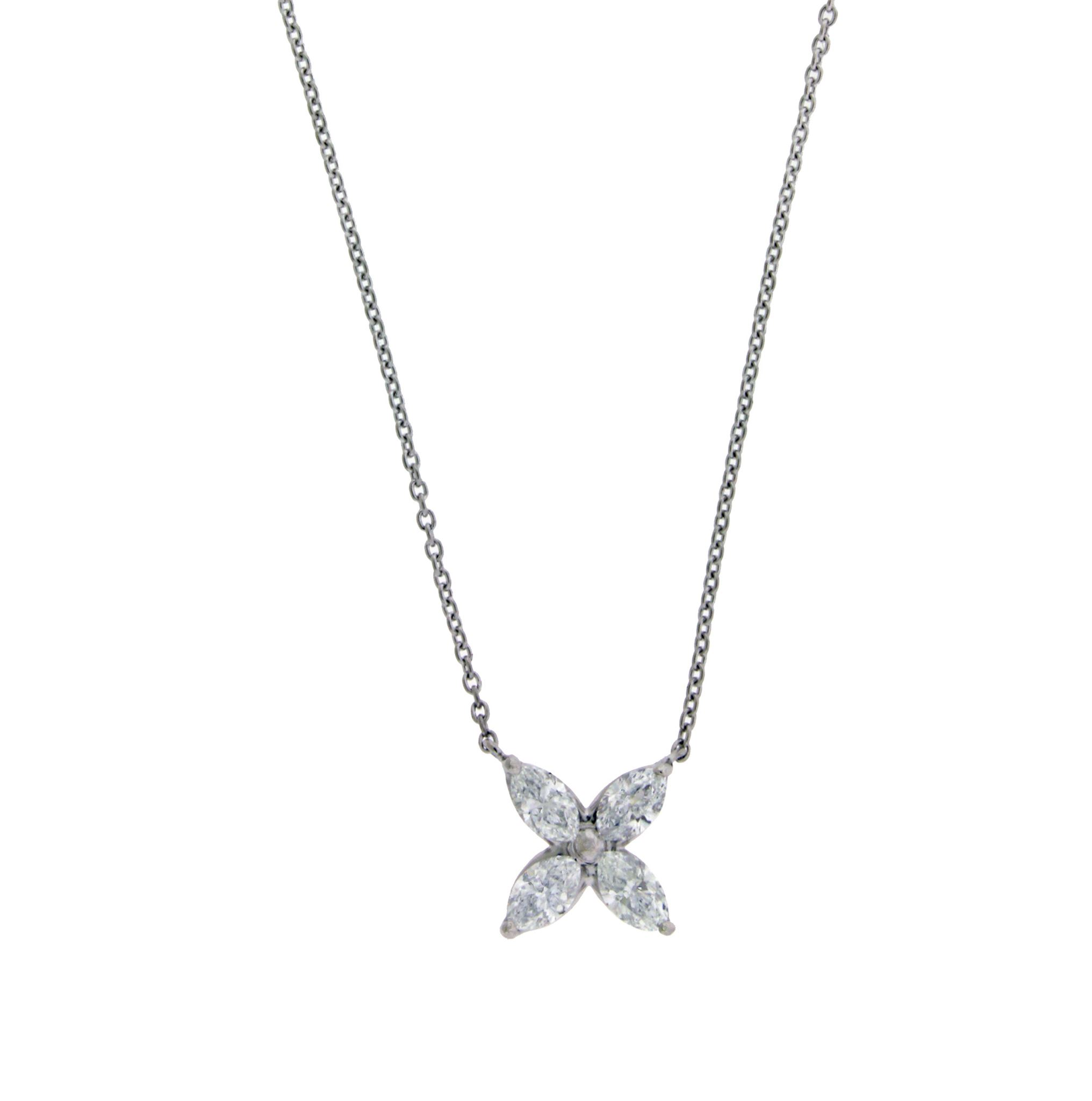 with white necklace a in solitaire diamond gold carat pendant
