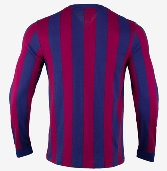 3739b6cb3 Nike Jersey Long Sleeve feature Lightweight, strategically placed mesh  enhances airflow for optimal comfort and breathability.
