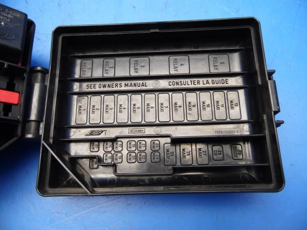 94 98 ford mustang oem power distribution fuse box w fuses relays rh ebay com 2008 Ford Mustang Fuse Box Location 1996 Ford Mustang Fuse Box Diagram