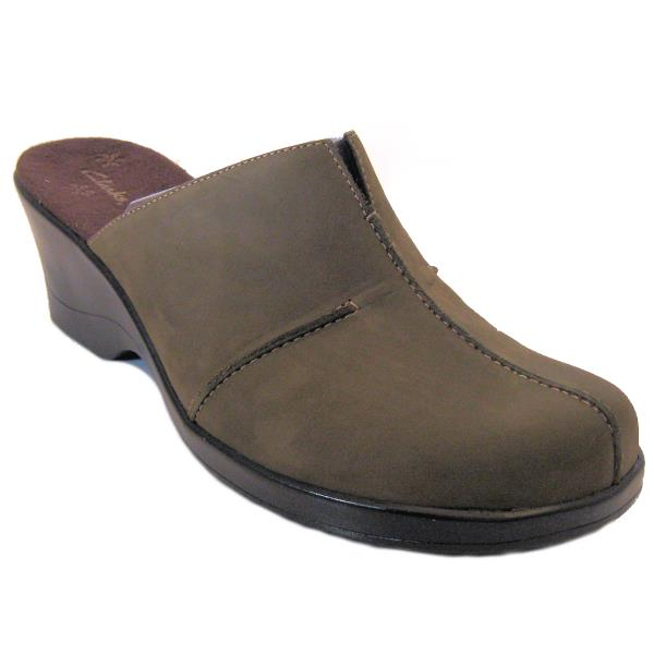 e8acdfef4ebf8 Details about Clarks DELIGHT Nubuck Leather Center Seam Comfort Mules OLIVE  Size 9.5M NIB