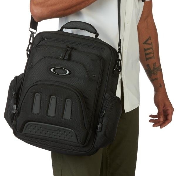 "869d31e87a1 Style  921125-02E Color  Blackout Gender  Mens Capacity  17L capacity.  Dimensions  16"" H x 12"" W x 3"" D Material  100% Polyester"