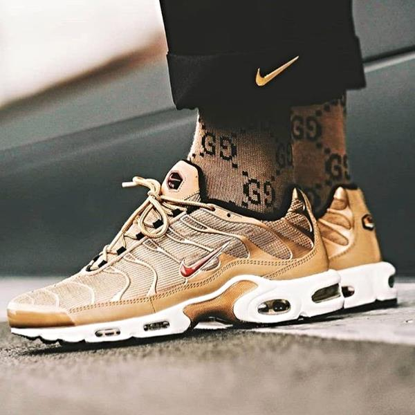 chaussures de sport 19a8a 0d794 Details about Nike Air Max Plus QS Gold Sz 7-12 1 Tuned Tn EUROPE EXCLUSIVE  90 Vapormax