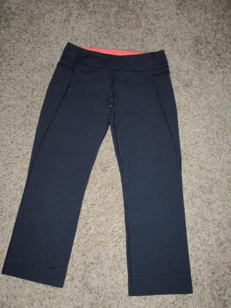 811cc4a08ca52 LULULEMON NAVY BLUE CAPRI CROP PANTS SZ 6 LEGGINGS YOGA RUN GYM WORKOUT