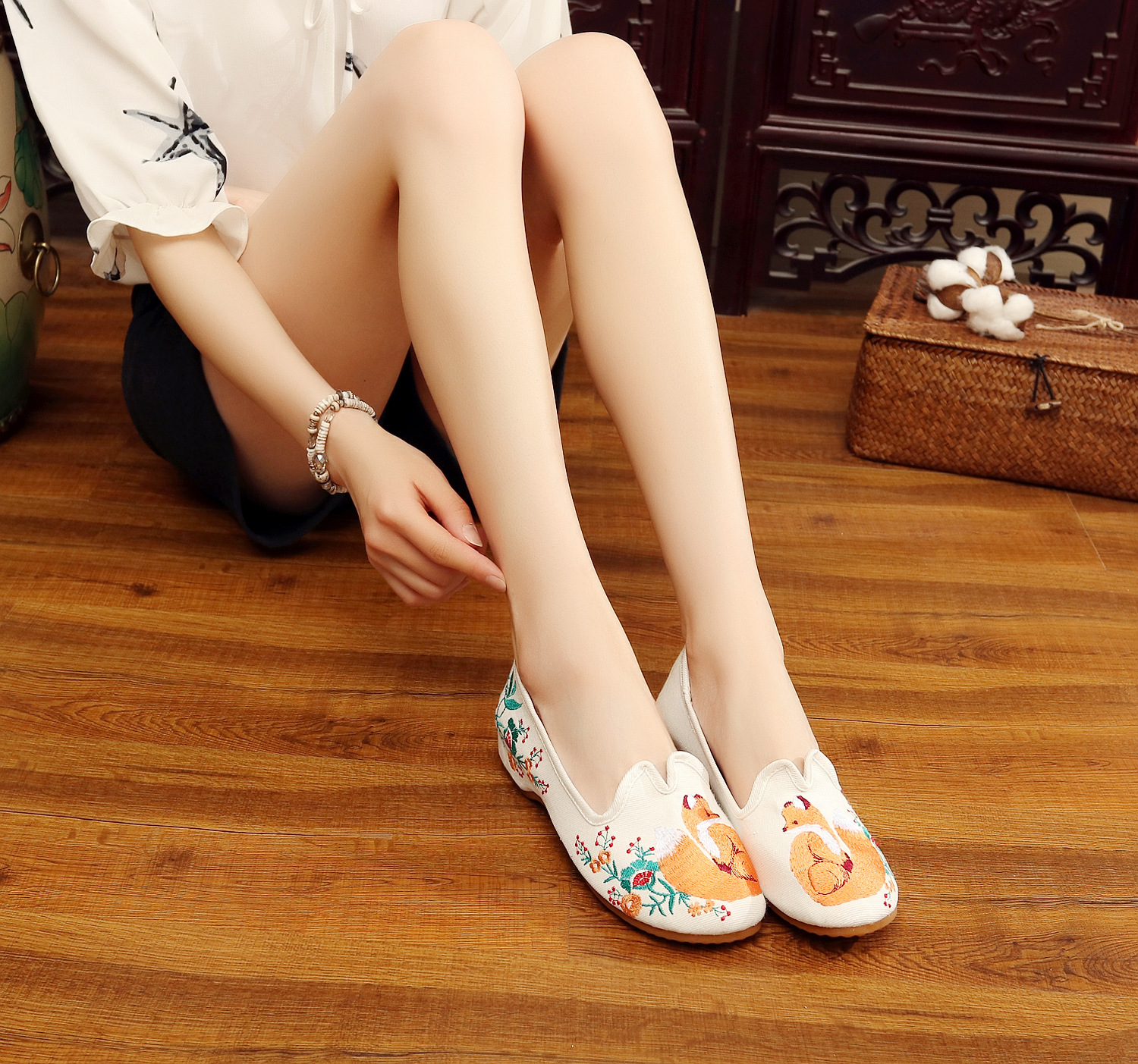 Women/'s Chinese Ethnic Embroidery Flat Slip-on Inside Hiden Elevator Dress Shoes
