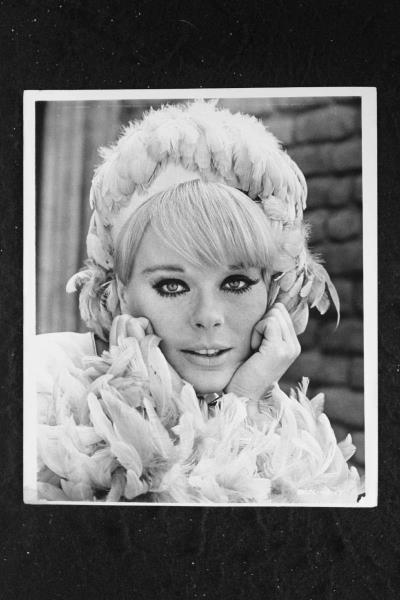 Signed Autograph And Headshot Photo Set Elke Sommer A Shot In The Dark