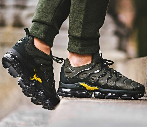 59e39b6b96 Nike air vapormax plus tn khaki black gold Sz 7-13 Mens Shoes jordan ...