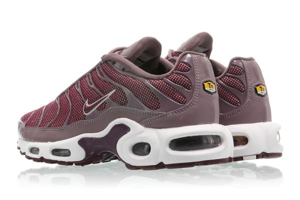 NIKE WMNS AIR MAX PLUS Silt Red Size 5 6 7 8 9 10 Womens Shoes 605112-200.  100% AUTHENTIC OR MONEY BACK GUARANTEED d81c6c2df