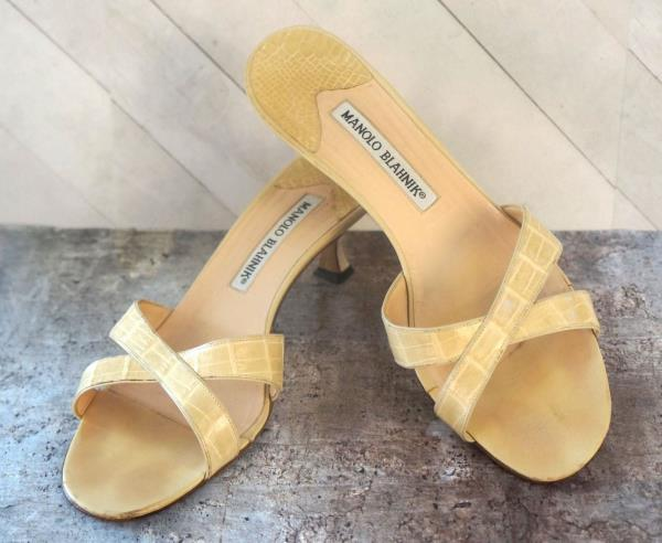 6978e9af6e1 MANOLO BLAHNIK 38 Beige Alligator Slides Sandals 7.5